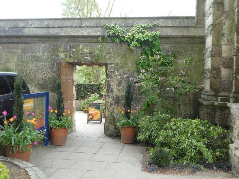 The entrance to the Oxford Botanical Garden