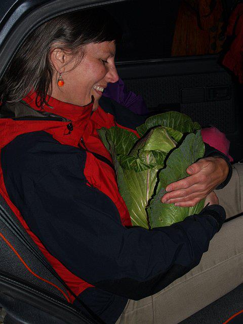 Margaret M. Meg Anderson​ elsker kål / starting a new trend of veggie hugging...