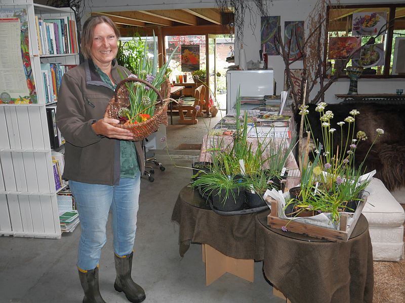 Aiah with a collection of late flowering Alliums from the nursery on display for the participants...