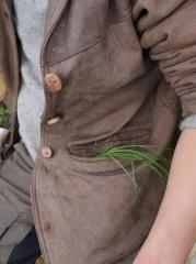 P1400672 -- A participant smuggling Allium oleraceum home :)