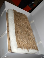 Celmisia fiber -- I learned that there were many plants used for weaving in New Zealand, but until recently it's mostly flax (Phormium) that is used... This is made from the leaves of Celmisia, in the Daisy family!
